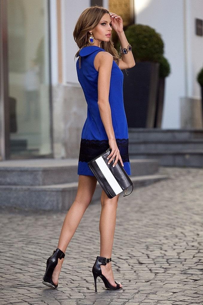 темно синее платье с черными босоножками