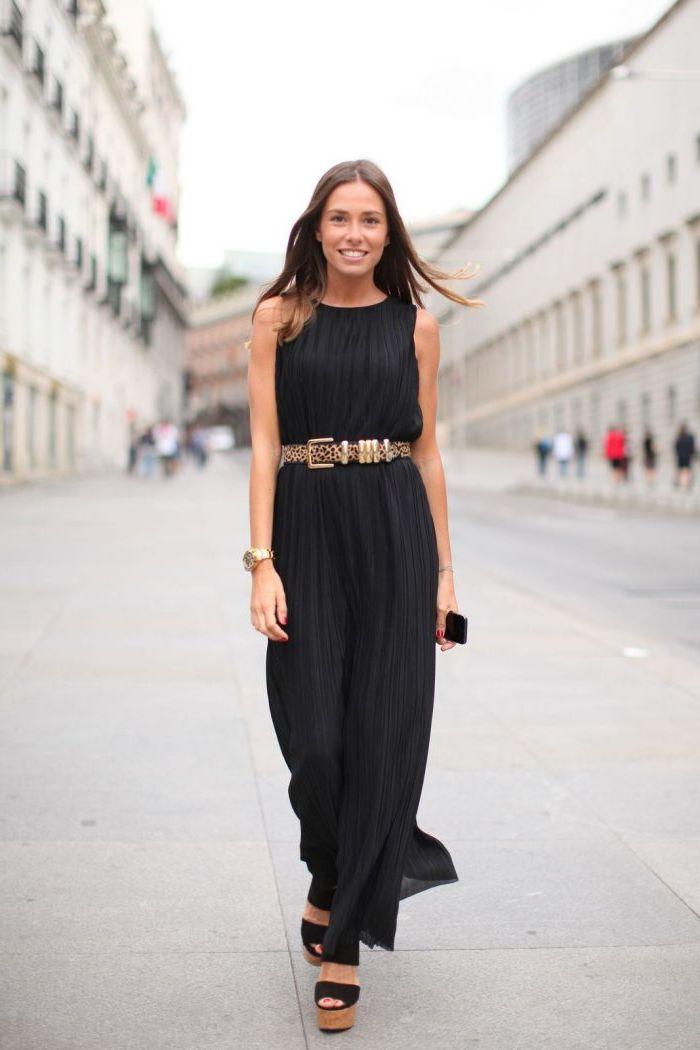 черное длинное платье с поясом