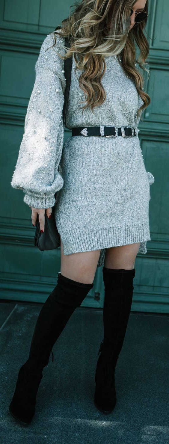 платье с поясом и ботфортами