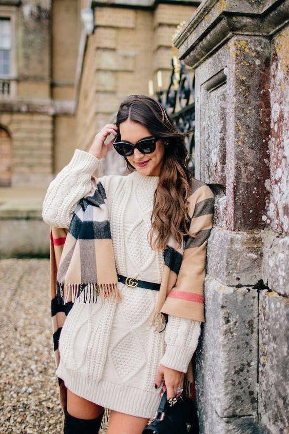 белое вязаное платье с поясом