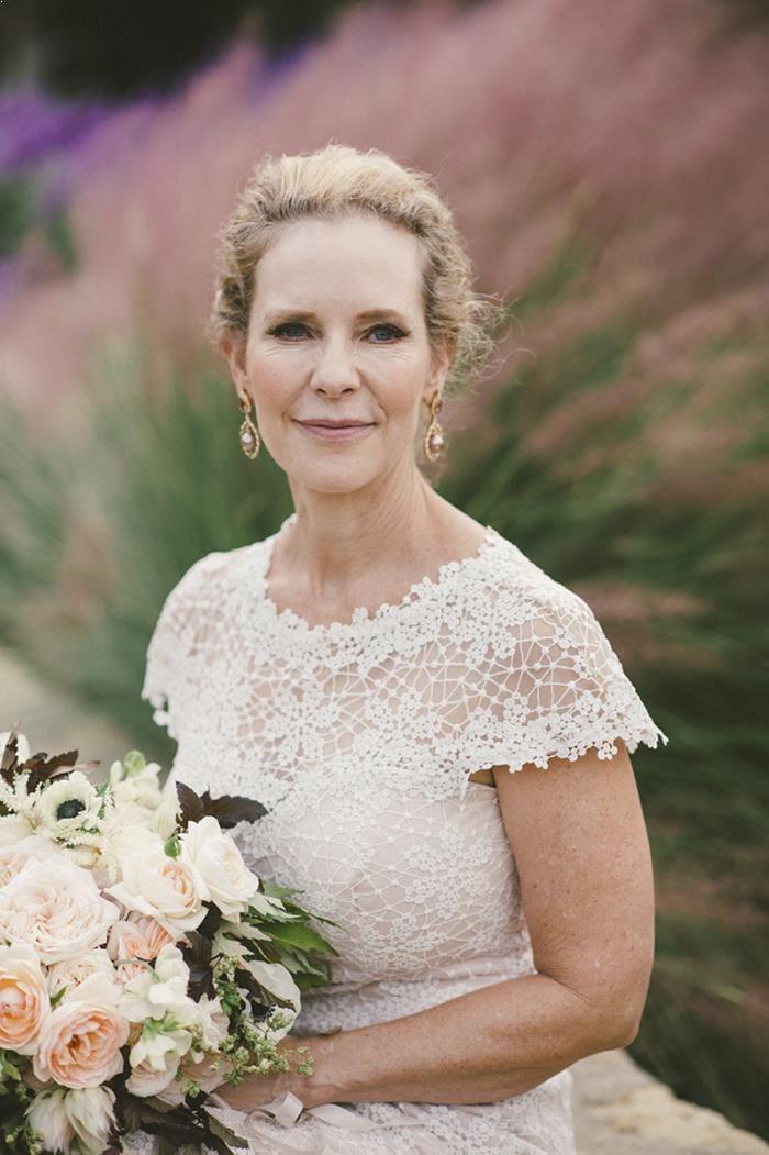 Нюансы выбора свадебного платья для женщин после 40 лет