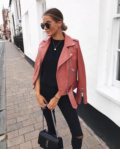 Как подобрать обувь и аксессуары к розовой куртке, модные образы